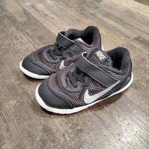 Nike shoes boys 9